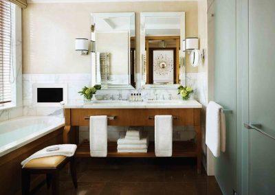 goertz-haustechnik-kaldewei-corinthia-hotel-london-superior-room-bathroom